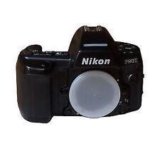Analoge Nikon Spiegelreflexkameras mit eingebautem Blitz