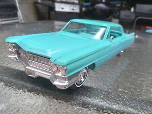 Vintage 1/25 JoHan 1964.  Cadillac deville clean built plastic prmo?  Model NM!