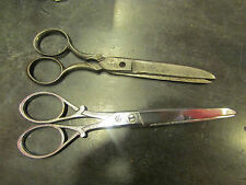 2 etranges anciennes paires de ciseaux