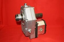Zapfwellengetriebe. Gr.3 mit Ziehverschl. und Durchtrieb und Pumpe