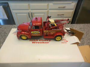 NIB - Danbury Mint - 1:24 - 1953 Chevy Wrecker / Tow Truck - (Out of Production)