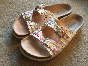 Moshulu Ladies Sandals Size 6 (EU39)