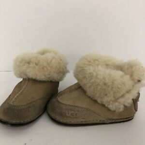 UGG SIZE SMALL 2 3 Australia Baby Boots Booties Fur Leather Moccasins Sheep Skin