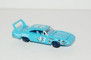 RICHARD PETTY 1970 PLYMOUTH SUPERBIRD NASCAR STOCK CAR LIMITED EDITION DIE CAST