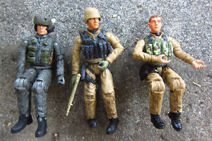 1:18 Ultimate Soldier UH-60 BLACKHAWK Helicopter FLIGHT CREW....3 MEN