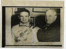 PHOTO United Press 1956 Boxe Alphonse HALIMI Fighther Bantamweight Ring boxeur