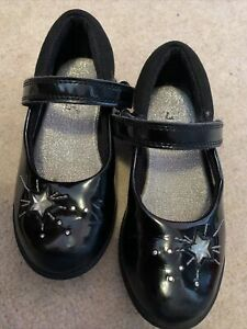 girls clarks shoes size 9G (immaculate)