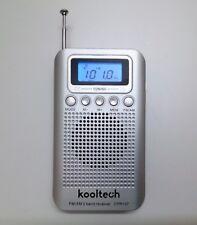 Radio Bolsillo Digital - 20 Memorias - AM / FM - Altavoz Interno - Color Plata