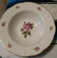 """Federal Syracuse """"Victoria Rose"""" Soup Bowl 8 Inches Around 2 Inches High USA"""