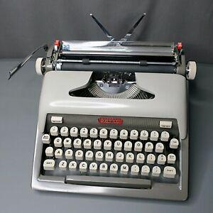 RESTORED ROYAL GREY FUTURA 800 PORTABLE TYPEWRITER  W- CASE, HANDLE, MANUAL