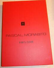 écharpe neuve bleu ciel 100% soie marque Pascal Morabito dans son coffret