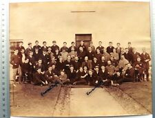 Grande PHOTO albumen PORTHCURNO 1890 by Gibson ANGLETERRE hommes avec casquettes