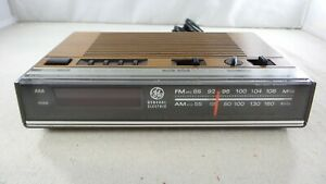 Vintage General Electric GE 7-462A FM/AM Clock Radio - Tested/Working