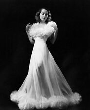 Merle Oberon UNSIGNED photograph - M2578 - The Divorce of Lady X - NEW IMAGE!!!!