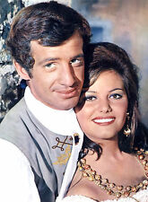 PHOTO CARTOUCHE - CLAUDIA CARDINALE & JEAN-PAUL BELMONDO FORMAT 20X27 CM