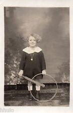 BJ029 Carte Photo vintage card RPPC Enfant fillette roue cerceau studio décor