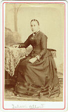 Photo cdv : Mademoiselle Juliette Allard assise en pose  , vers 1880