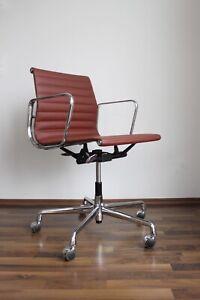 Vitra EA117 Leder Premium neuwertig Eames Chair Chrom