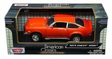 MOTOR MAX 1:24 W/B AMERICAN CLASSICS - 1974 CHEVROLET VEGA Diecast Car 73311OR