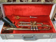 MAESTRO VINTAGE TRUMPET WITH CASE MUTE MOUTHPIECE & MUSIC CLIP      T*