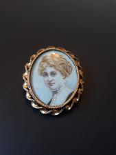 Belle broche ancienne médaillon porte photo métal doré avec portrait miniature