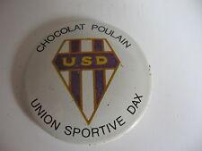 RARE BADGE ANNEES 50 CHOCOLAT POULAIN *U.S.D UNION SPORTIVE DAX* (RUGBY)..
