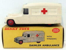 Voitures, camions et fourgons miniatures Dinky pour Daimler