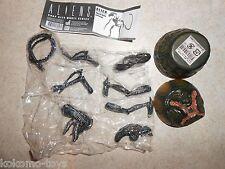 "Hot Toys Aliens Movie Snap Kit 1:18 4"" Inch Figure w/ Egg - BLUE/BLACK ALIEN"