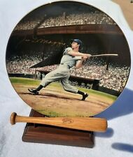 Sports, Baseball Joe DiMaggio Autographed in Gold collectors Plate Limited Edit