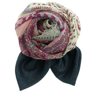 Broche jour soirée cérémonie Fleur en tissu motifs tons rose jean bleu