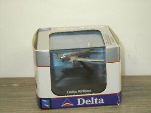 Airplane Douglas DC-3 Delta Airlines - NewRay in Box *50994