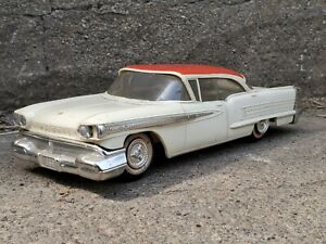 Jo-Han 1958 Oldsmobile Ninety-Eight 98 Friction Promo 1:25 Plastic Model Car