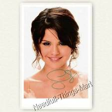 Selena Gomez / Alex Russo aus Die Zauberer vom Waverly Place Autogramm [A04] 
