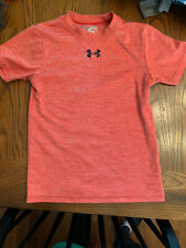 UNDER ARMOUR BOYS.  YOUTH SIZE SMALL.   HEAT GEAR RED.