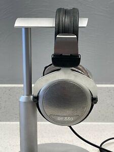 Beyerdynamic DT 880 Pro Headband Headphones - Silver/Black 600 Ohm