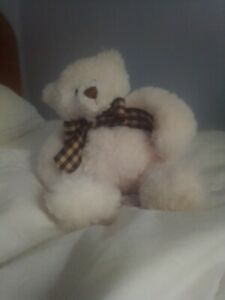 Gund 15252 teddy, very soft fur with crisscross pattern bow, great condition