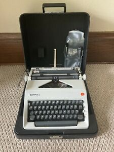 Olympia SM8 SM9 Portable Typewriter with case + brushes Germany EXC+++ Condition