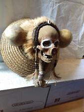 Cabinet de curiosités : sculpture contemporaine : crâne asmat
