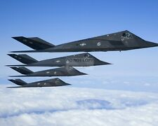 USAF F-117 NIGHTHAWKS AIRCRAFT IN FORMATION SORTIE - 8X10 PHOTO (ZZ-720)