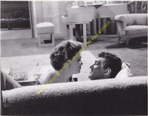 Original Vintage Barbara Rush & Dean Martin On the Couch 18,5cm x 24cm