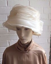 Crema Señoras Sombrero de Boda impresionante