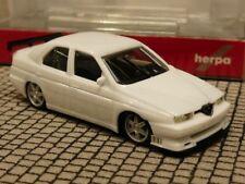 1/87 Herpa Alfa Romeo 155 Rennsport weiß 420327