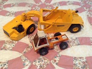 LOT of 2 Vintage Metal John Deere tractor truck vehicle toy & 1975 Gabriel Inc
