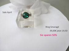 SALE APRIL Ring Edelstahl mit einem grünen Swarovski Stein innen bombiert