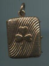 Alter um 1900 hübscher Golddouble Anhänger Medaillon Buch klappbar mit Kleeblatt