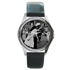World War II Ends Kiss Times Square Round Metal Watch WW48