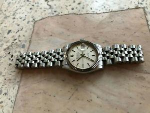 Bulova SUPER SEVILLE CALENDAR Quartz Swiss Vintage Watch!