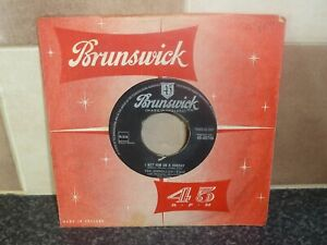 THE SHIRELLES I MET HIM ON A SUNDAY BRUNSWICK 45-05746 VG