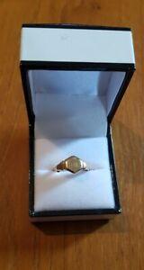 A 9ct Gold Signet Ring, Weight 1.9g Hallmarked Average Size N