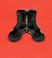 Pin's lapel pin Militaria Military Shoes Chaussures Paire de rangers militaire